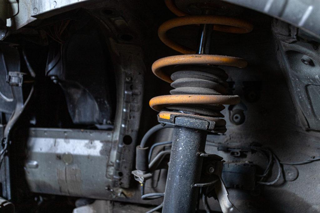 Montaggio ammortizzatori auto